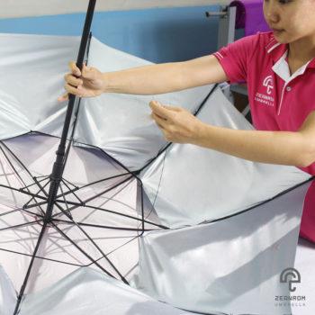 การขึ้นโครงร่มคือ 1 ในขั้นตอนการผลิตร่ม วิธีทำร่ม