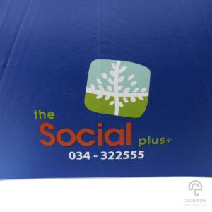 ร่มพรีเมี่ยม แบบตอนเดียว สีน้ำเงิน 28 นิ้ว โลโก้ The SOCIAL PLUS+